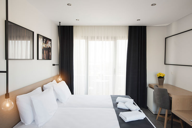 White luxury rooms thessaloniki hotel design magazine for Hotel design 06