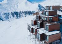 Εντυπωσιακό ξενοδοχείο από κοντέινερ είναι εμπνευσμένο από το βουνό