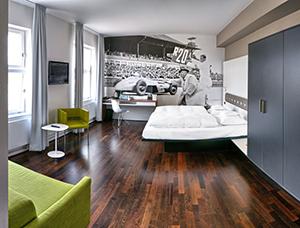 V8Hotel - Die Doppelzimmer. V8 Hotel im Meilenwerk Stuttgart auf dem Flugfeld Boeblingen.