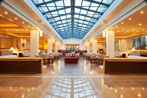 """Alkyon Hotel, Βραχάτι: """"χορεύει με τα κύματα"""""""