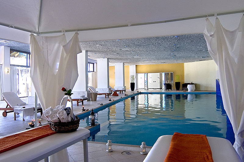 INDOOR SWIMMING POOL & SPA FACILITY