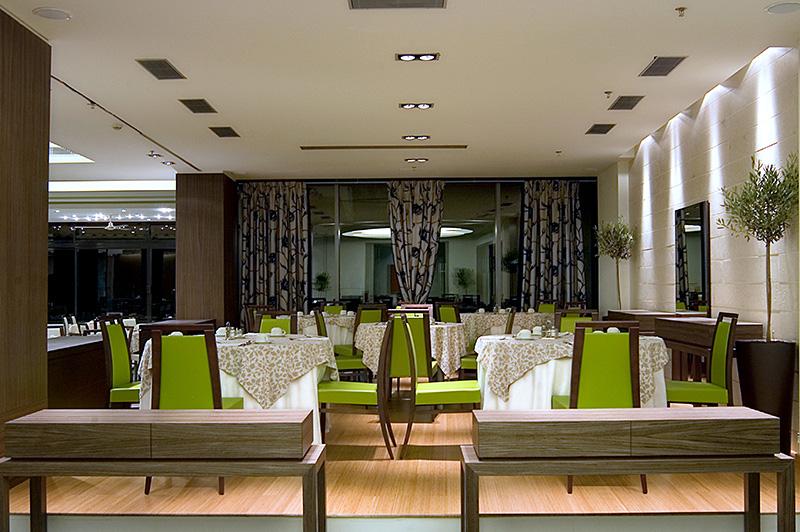 Main_Restaurant_1