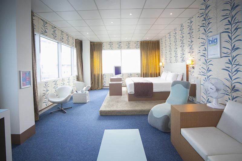 room(6)