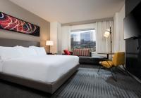 Hyatt Regency Bloomington-Minneapolis offers guests contemporary amenities