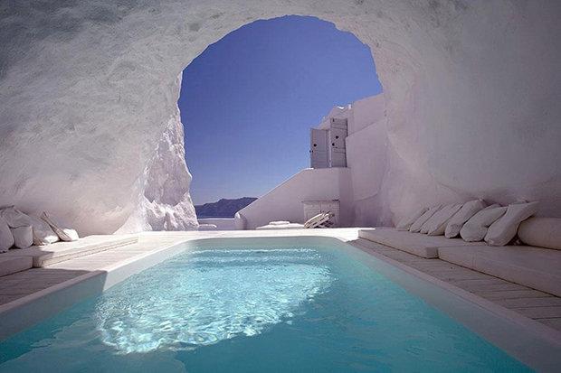 CAVE-HOTEL-GREECE-518185