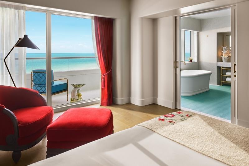 17_Premier_Oceanfront_Corner_Suite-05-1500x1000