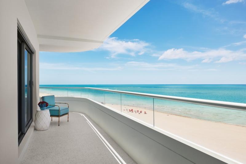 17_Premier_Oceanfront_Corner_Suite-07-1500x1000