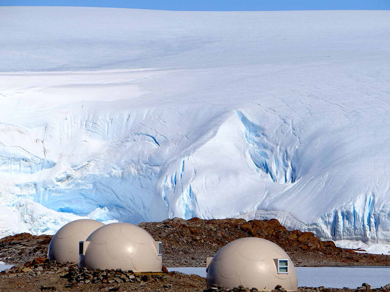 Pods with icefall behind
