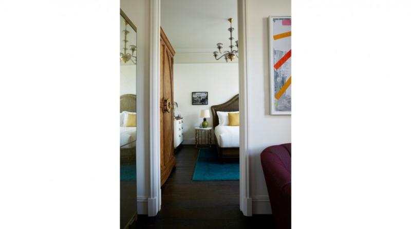 3_the_beekman_corner_suite_bed_3-1200x667