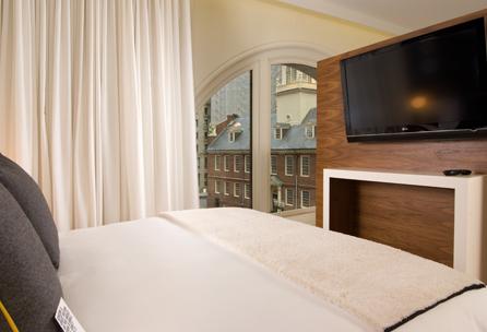 amesbostonhotel_loftbedroomandview_fp