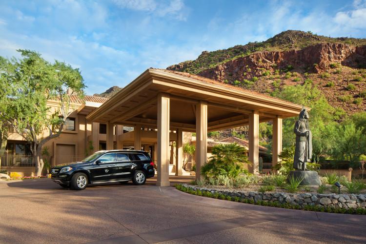 canyon-suites-porte-cochere-750x500