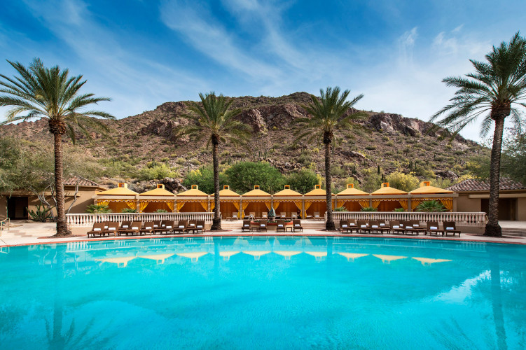 canyon-suites-pool-751x500