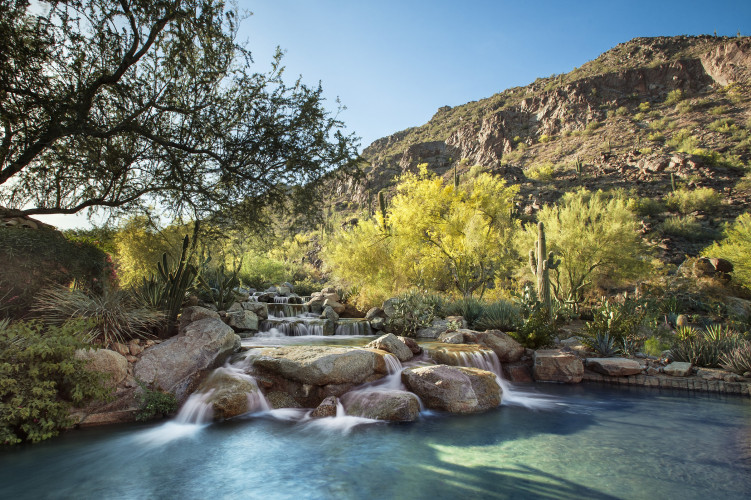 lux3544ed-135657-canyon-suites-waterfall-751x500