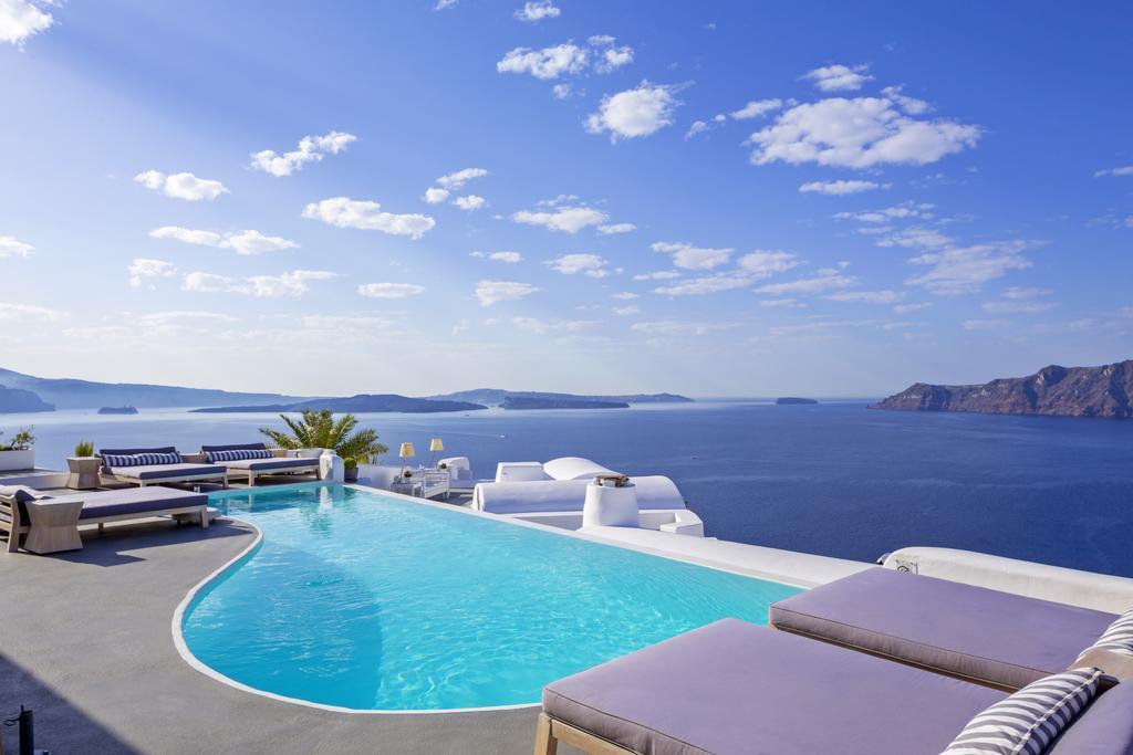 Οι εντυπωσιακότερες πισίνες στα ελληνικά νησιά!