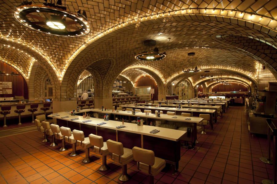 2 εντυπωσιακά εστιατόρια σε σταθμούς τρένων!