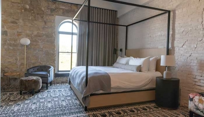 Lora Hotel, Minnesota: Όταν η βιομηχανική αισθητική αποκτά Boho Ταυτότητα