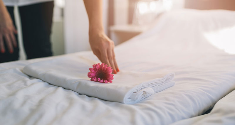 COVID-19: Πώς να γίνεται ο καθαρισμός των δωματίων και η εξυπηρέτηση των πελατών;
