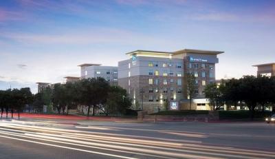 Με πρόσθετα μέτρα υγιεινής, το Hyatt Frisco άνοιξε τις πόρτες του